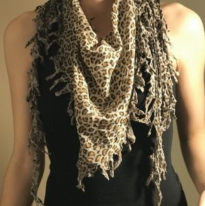 Buckle Accessories - Leopard scarf
